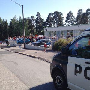 Polisbil invid Centralen i Lovisa.