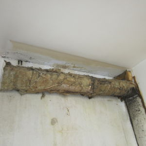 vanha putki vessan katossa kuva 154