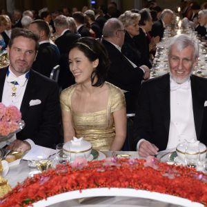 Affärsman Christopher O'Neill, doktor Ji Na och medicinprisvinnaren John O'Keefe.