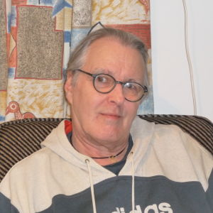 Robert Heikel i sitt hem i Ekenäs