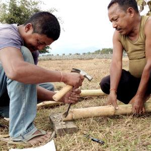 bambuliitososien tekoa