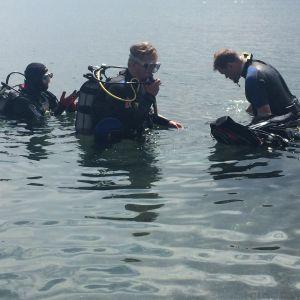 Ville Haapasalo sukeltamassa Armeniassa Sedan-järvellä