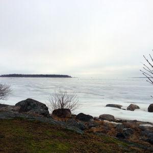 Rakt utanför fastlandet i Molpe, Korsnäs ligger det vatten och de holmar som ska ingå i de nya fredade områden enligt Natura 2000-programmet.