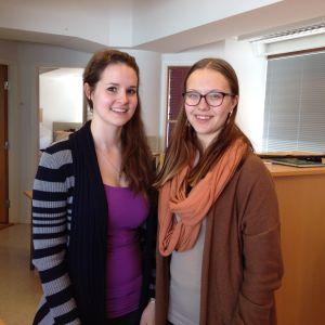 Erica Karlsson och Jasmine Nedergård från Florakören.