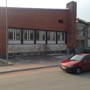 Musiksalen har nya fönster efter renvoeringen.