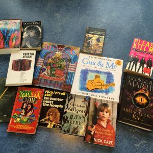 Ett antal böcker med anknytning till rockmusik