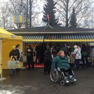 Den stora Eurojackpotvinsten firades i R-kiosken på Järnvägsgatan.