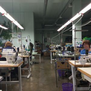 Interiör från liten sömnadsfabrik i Estland