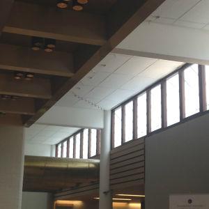 Vackert inredd institutbyggnad, minimalism.
