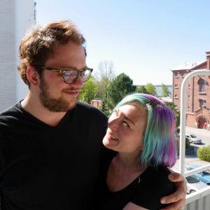 Anton Plogman och Ann-Sofie Finne på balkong