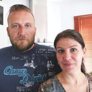 Conny Karlsson tar gärna hand om en del praktiska saker för att skona Celinda Byskata från oro.