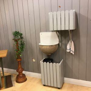 Ett tvättställ i Strömsös hobbyrum