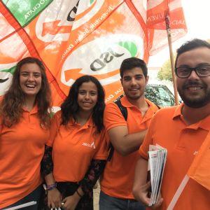 Unga anhängare till de portugisiska socialdemokraterna