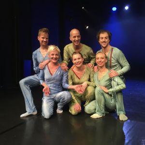 Dansteater Eri med sex av sina medlemmar.