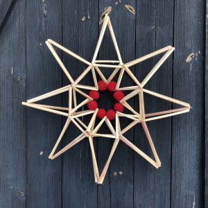 Stjärna av vassrör på en vägg