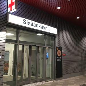 Etelä-Karjalan keskussairaalan päivystyksen sisäänkäynti.