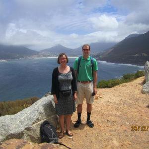 Hely Tuorila yhdessä poikansa Artun kanssa Kapkaupungissa.