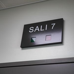 Sali 7-kyltti Lappeenranna oikeustalolla.