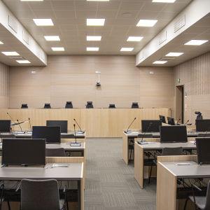 Käräjäoikeuden sali Lappeenrannan oikeustalolla.