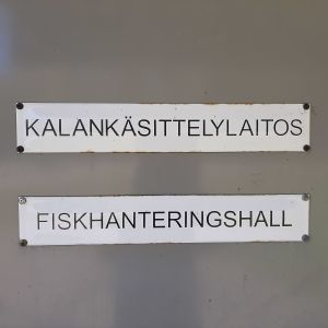 Skylt Kalankäsittelylaitos Fiskhanteringshall
