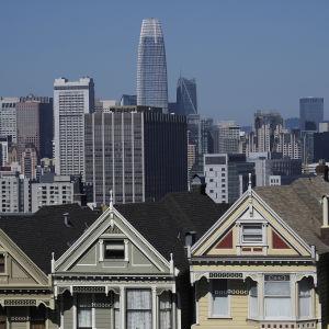 Salesforcen toimistorakennus kohoaa korkeuksiinsa San Franciscon keskustassa.