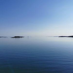 havsyta med holmar i skärgården
