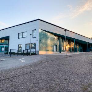 Skolbyggnad i Vårberga.