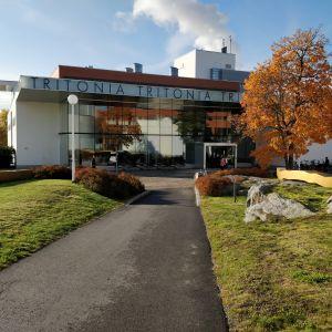 Universitetsbiblioteket Tritonia i Vasa i höstfärger.
