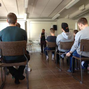 Civiltjänstgörare på föreläsning