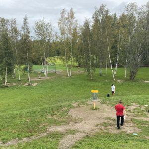 Tampereen Ruotulan frisbeegolf -kenttä.