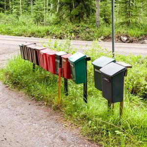 Rivi postilaatikoita