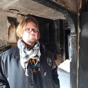 Marko Perälän kodin seinät ovat tulipalon jälkeen mustat. Kaikki omaisuus tuhoutui 3. lokakuuta tapahtuneessa kotikerrostalon palossa.