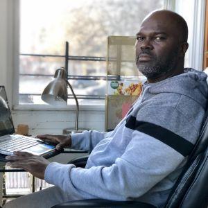 Ex-fången Wesley Caines i sitt hem i Bronx, New York.