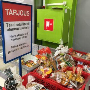 Päiväysvanhaa tai päiväysvanhaksi menevää leipää alennusmyynnissä K-Supermarketissa Seinäjoella