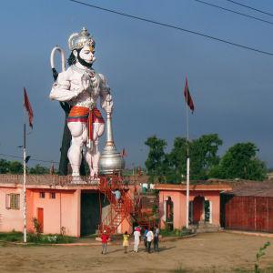 Apinajumala Hanumanin patsas Intiassa