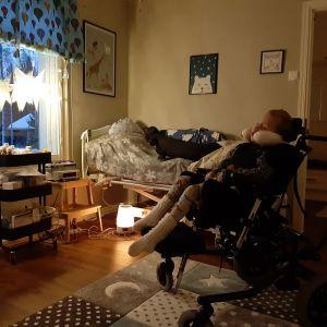 Oliver Holmgård i sitt rum.