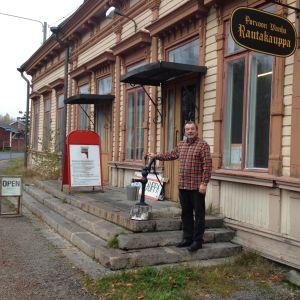 teemu tukiainen i porvoon vanha rautakauppa