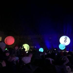Ljusshow på Åbo Universite med LEDbollar.