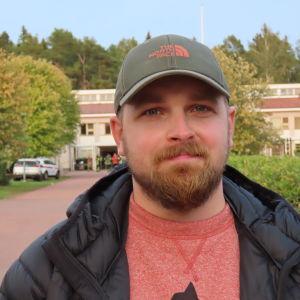Nils Lindgren lähikuvassa.