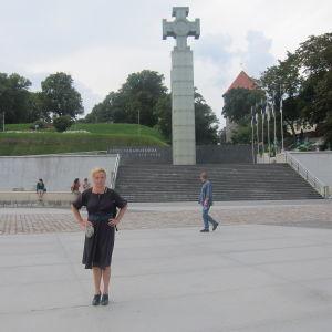 Minna Joenniemi vapauden aukiolla Tallinnassa