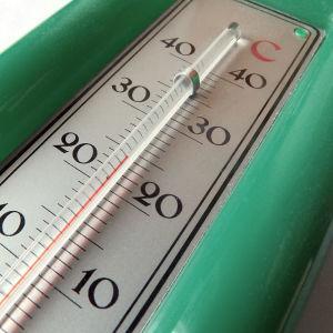Inomhustermometer som visar 24 grader.