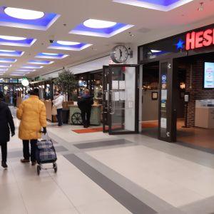 Kuopion Sokoksen käytävä jonka varrella ravintoloita