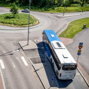 Buss i en rondell