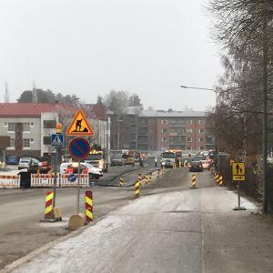 Provisoriska trafikarrangemang vid vägbygge i Vasa.