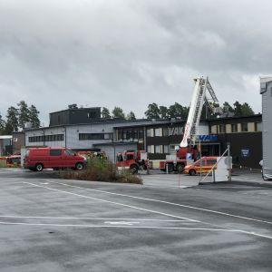 VAK Oy:n tuotantolaitoksen kattorakenteissa syttyi tulipalo 28.7.2021