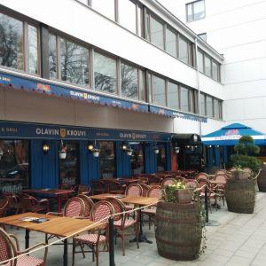 Restaurangbord utanför Olavin Krouvi i Åbo.