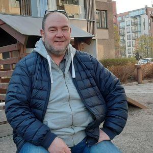Anders Rosenqvist är rektor för Degerö och Brändö lågstadieskolor i Helsingfors.