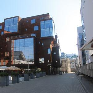 Uus ja vana Jahuladu, toimisto- ja liikerakennus Rotermannin korttelissa