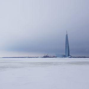 Under isen i Finska viken är vattnet allvarligt förorenat av mikroplast.