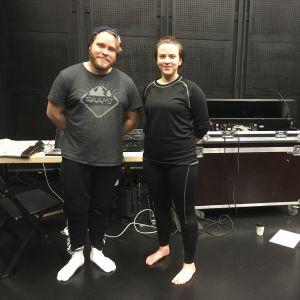 Joel Forsbacka och Astrid Stenberg, andra årets studerande vid Teaterhögskolan.